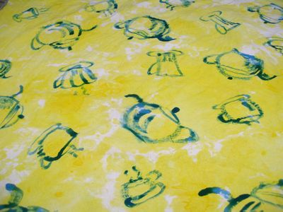 08-yellow&turq-teapots
