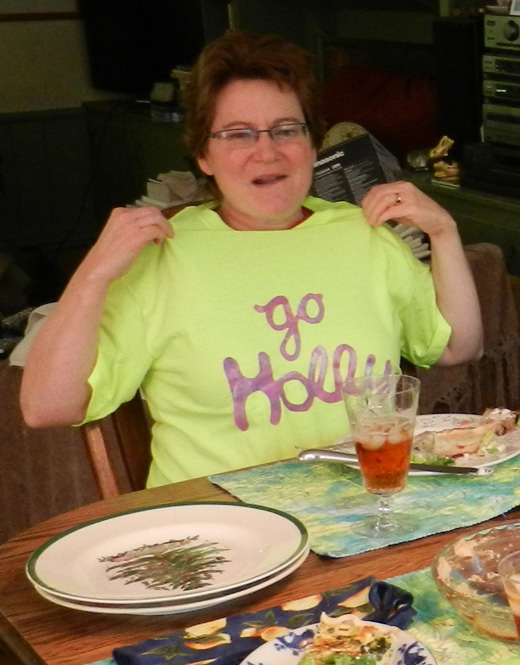 Lunch-Holly-shirt2