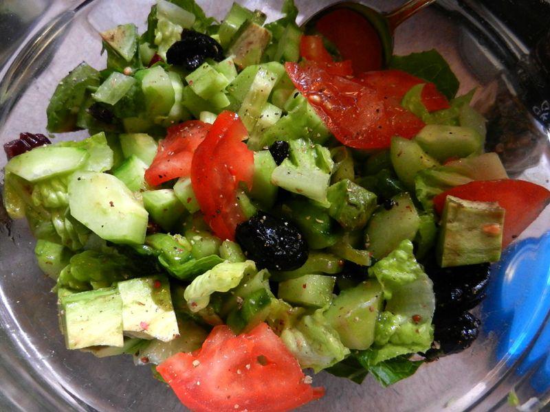 Salad-w-olives-avacado-01